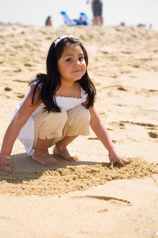 leka för strand royaltyfri bild