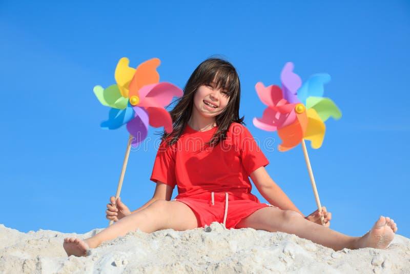 leka för strandflicka arkivbilder