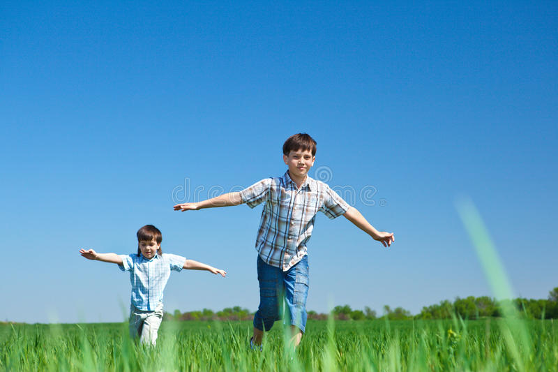 leka för ungar fotografering för bildbyråer