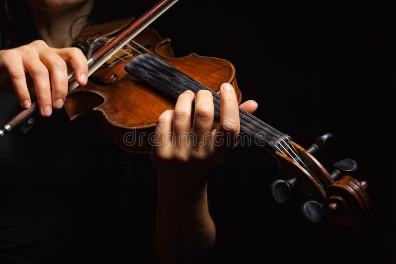 leka fiol för musiker royaltyfria foton