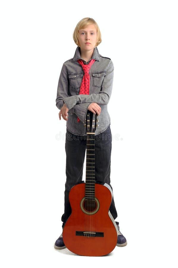 Leka gitarr för flicka royaltyfri fotografi