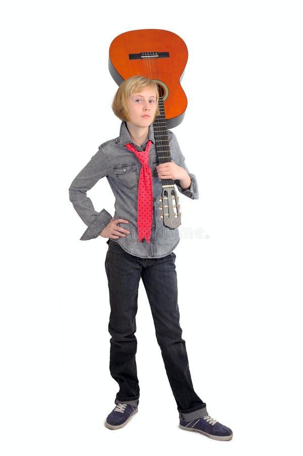 Leka gitarr för flicka royaltyfria bilder
