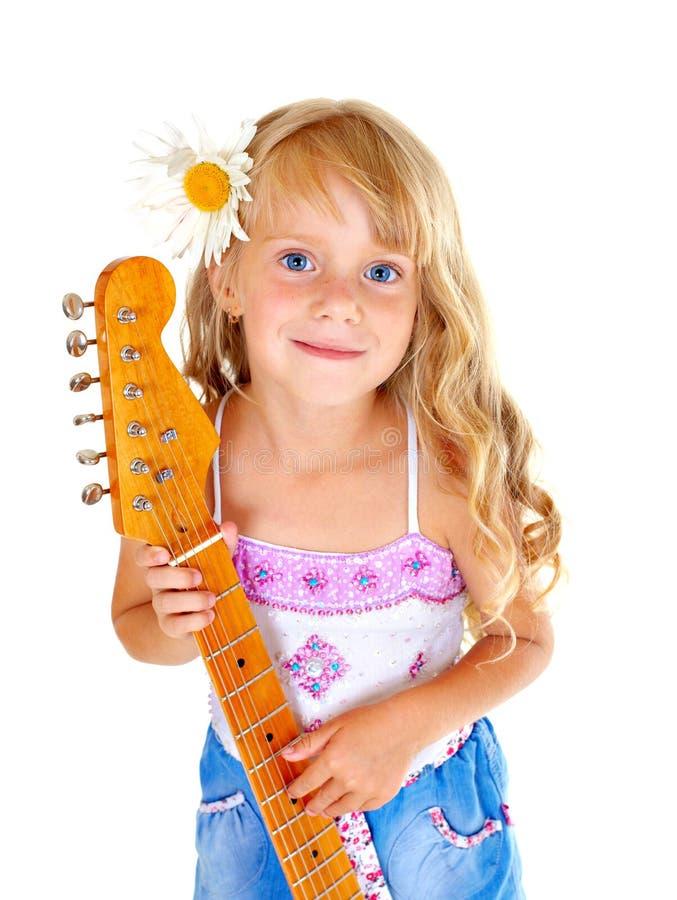 Leka gitarr för liten flicka arkivfoton