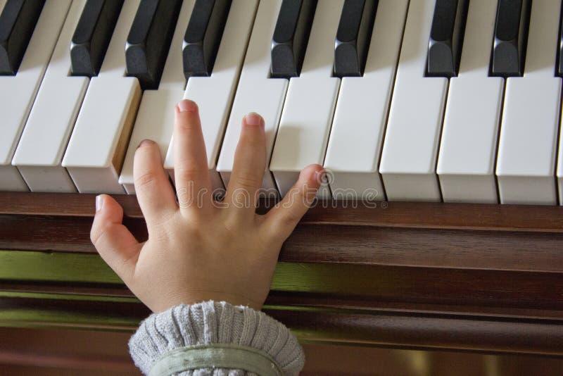 Leka pianot arkivbild
