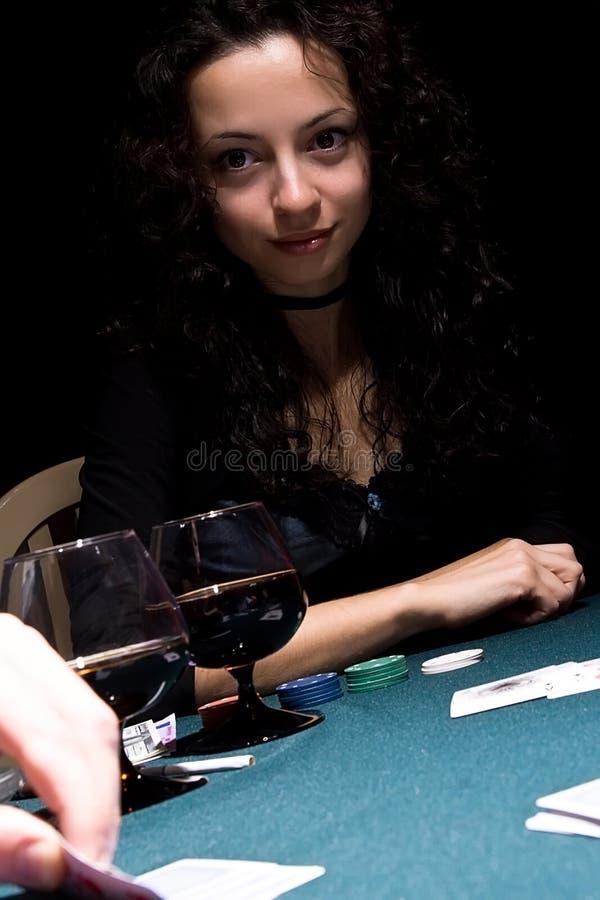 leka poker för härlig flicka royaltyfria bilder