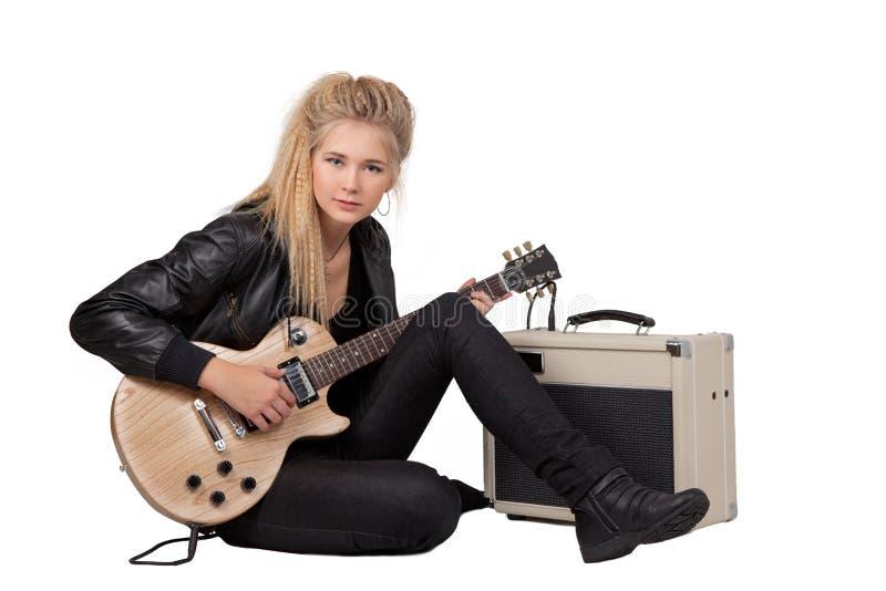 leka rock för elektrisk flickagitarr royaltyfria foton