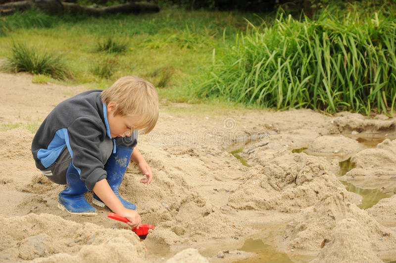 leka sand för barn royaltyfri foto