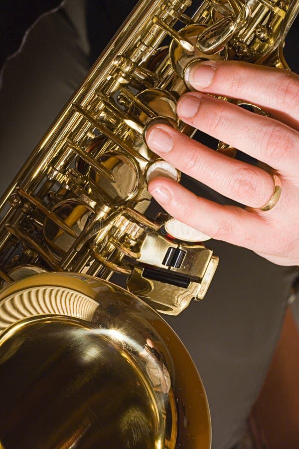 Download Leka saxofon fotografering för bildbyråer. Bild av horn - 513725