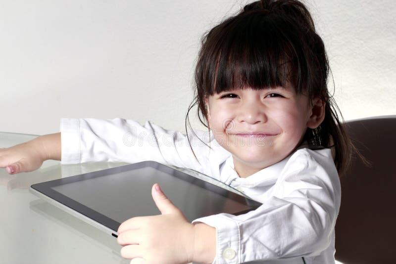 Leka Tablet för unge royaltyfri foto