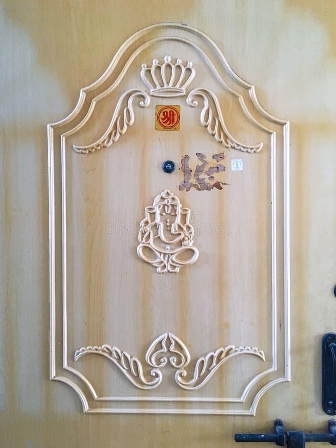 Lekar på Carved den träNavi Mumbai för DÖRRsanpada maharashtraen INDIEN royaltyfri fotografi