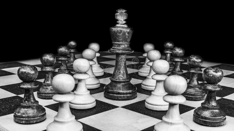 Lekar schack, inomhus lekar och sportar som är svartvita