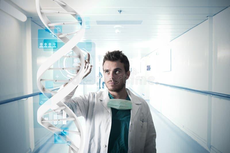 Lekarka i dotyka ekran zdjęcia stock