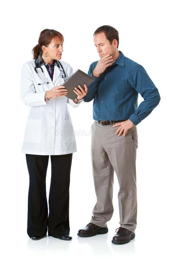 Lekarka: Pacjent Dotyczący z informacją na pastylka komputerze obraz royalty free