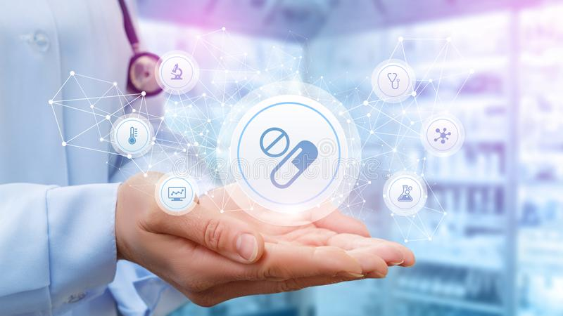 Lekarka pokazuje strukturę recepta dla traktowania obrazy stock