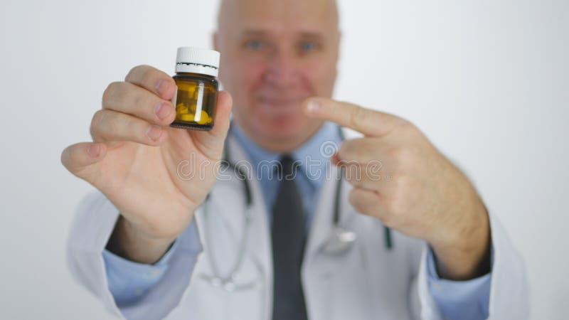 Lekarka Poleca Wskazywać z palcem leczenie z witamin pigułkami obraz royalty free