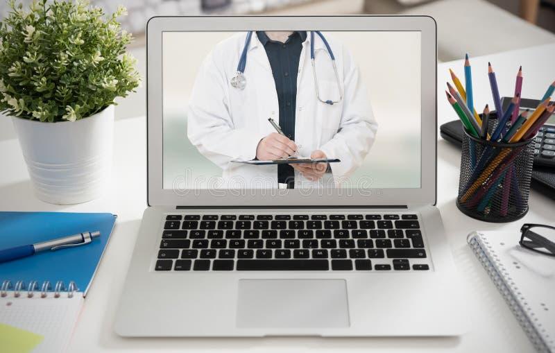 Lekarka z stetoskopem Telehealth konferencja obraz royalty free