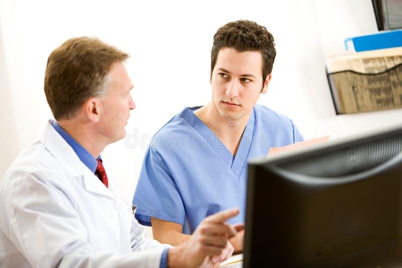 Lekarki: Doktorski Radzi Coworker fotografia stock