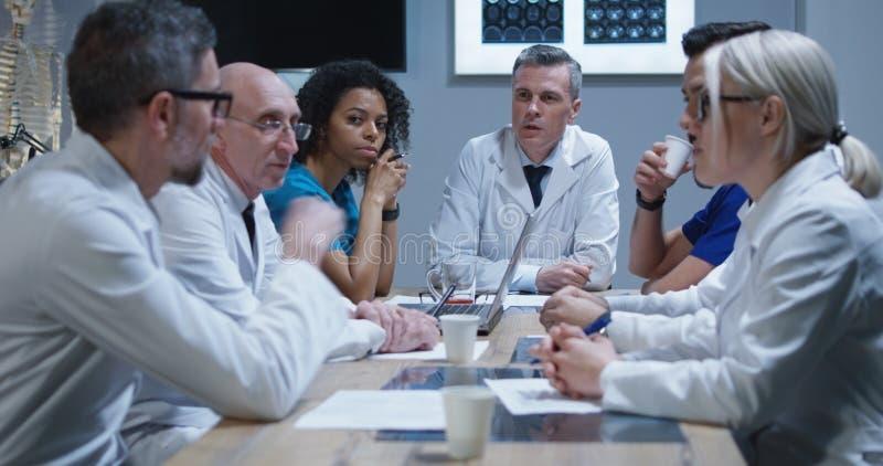 Lekarki ma spotkania obrazy stock