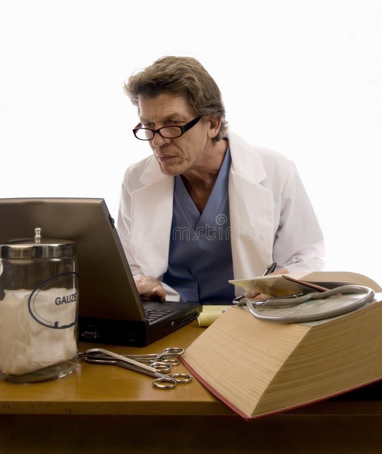 lekarz bada technikę fotografia stock