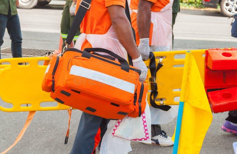 Lekarz gotowości pudełka torby pierwszej pomocy zestaw obraz stock
