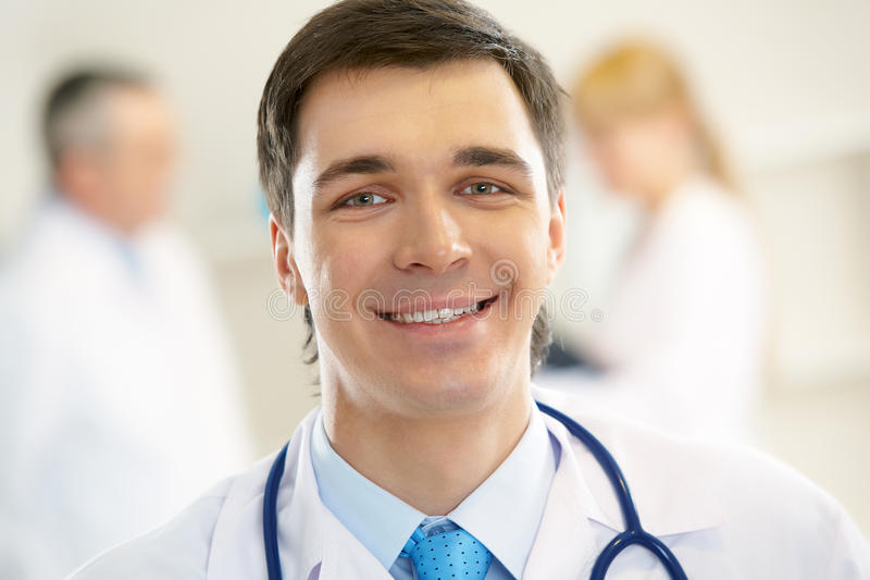 lekarz praktykujący zdjęcia royalty free