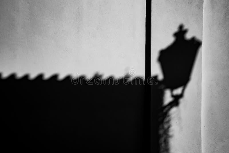Leken av skuggor på väggen, Prague arkivfoto