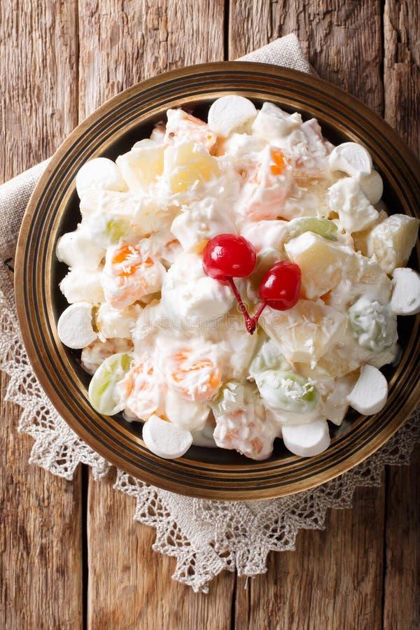 Lekka owocowej sałatki ambrozja z marshmallow i wanilii jogurtem c zdjęcie royalty free