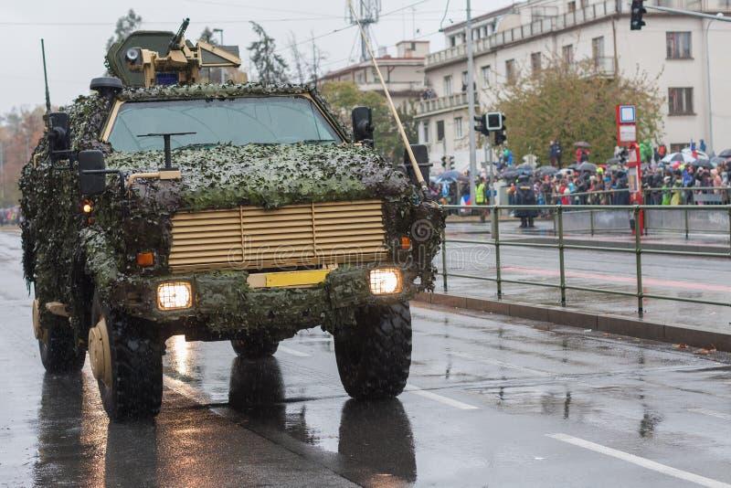 Lekki pojazd pancerny na militarnej paradzie w Praga, republika czech obrazy royalty free