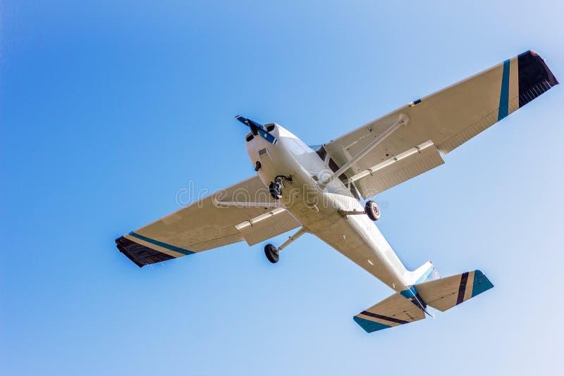 Lekki sporta samolot, nieba tło zdjęcie royalty free