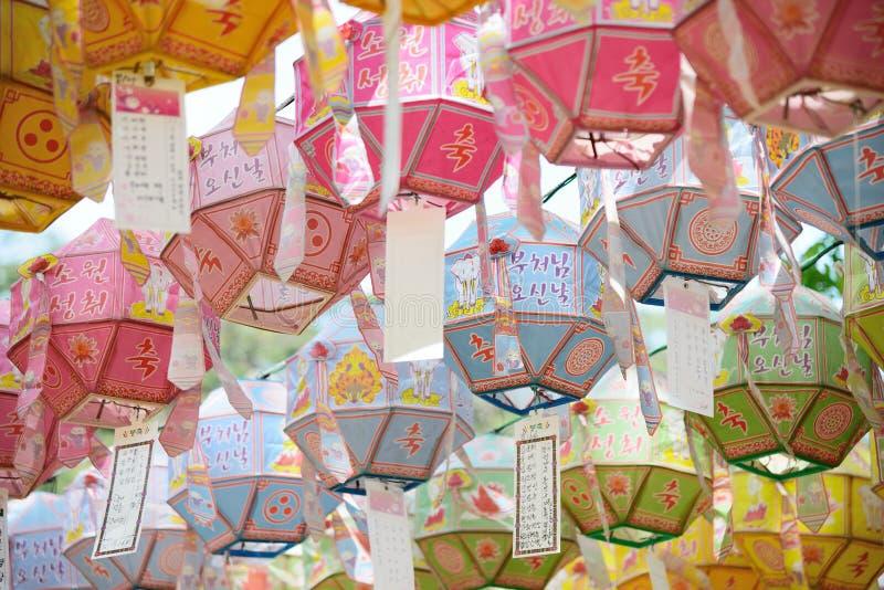 Lekkie lampy w świątyni fotografia stock