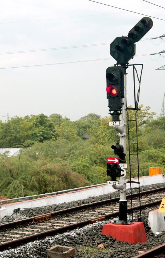 lekkiej kolei czerwony przedstawienie sygnału ruch drogowy obrazy royalty free