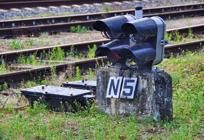 lekkiej kolei czerwony przedstawienie sygnału ruch drogowy zdjęcia stock