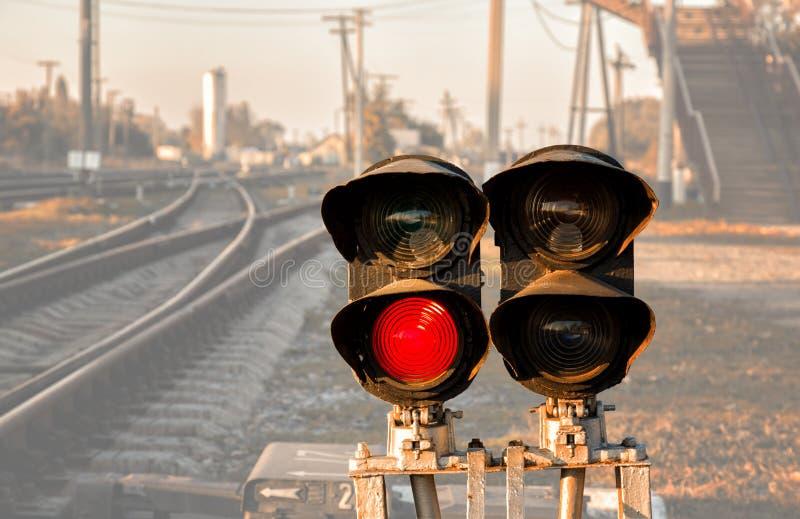 lekkiej kolei czerwony przedstawienie sygnału ruch drogowy obraz royalty free