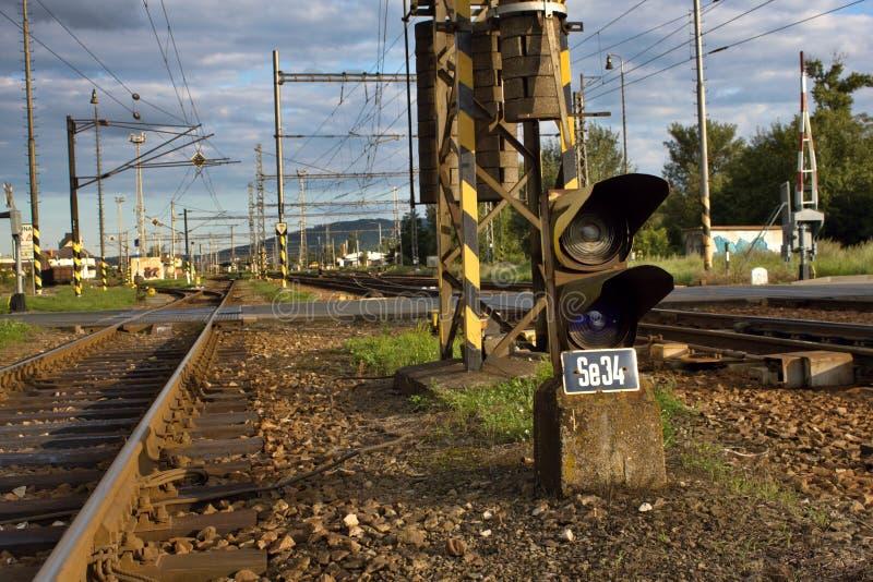 lekkiej kolei czerwony przedstawienie sygnału ruch drogowy niebieskie światło obraz stock