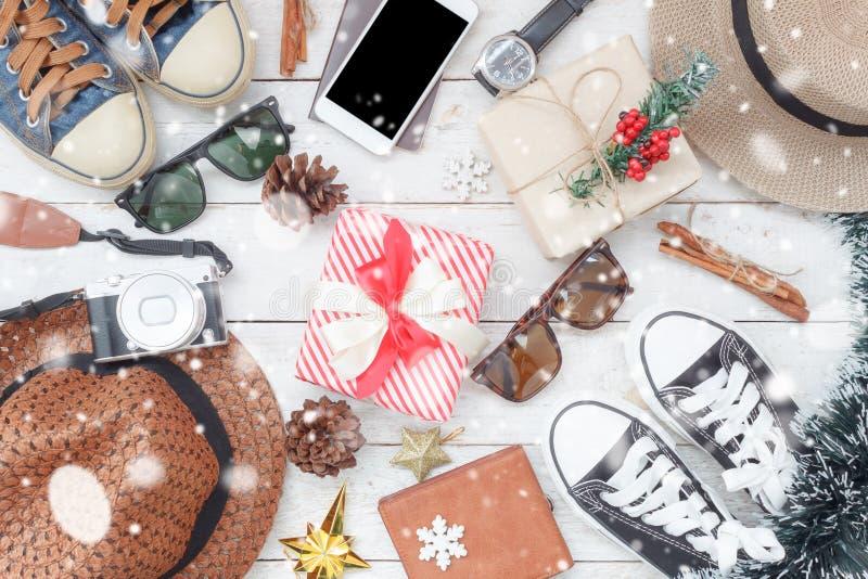 Lekmanna- bild för lägenhet av objektgarnering & prydnader för glad jul arkivbild