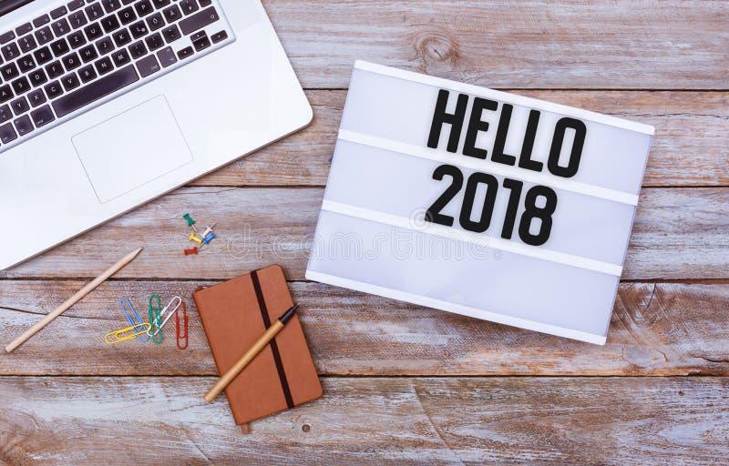 Lekmanna- lägenhet 2018 för Hello kontorsskrivbord royaltyfri foto