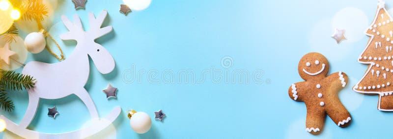 Lekmanna- lägenhet för julferieprydnad; Julkortbakgrund royaltyfri foto
