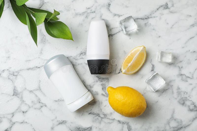 Lekmanna- sammansättning för lägenhet med olika deodoranter fotografering för bildbyråer