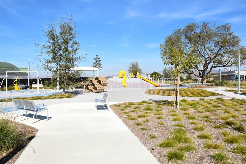 Lekplatsområde på det stort parkerar arkivbilder