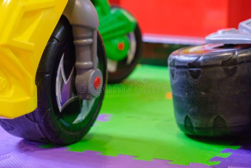 Leksak för barn` s Plast- motorcykel på barnlekplats royaltyfri bild