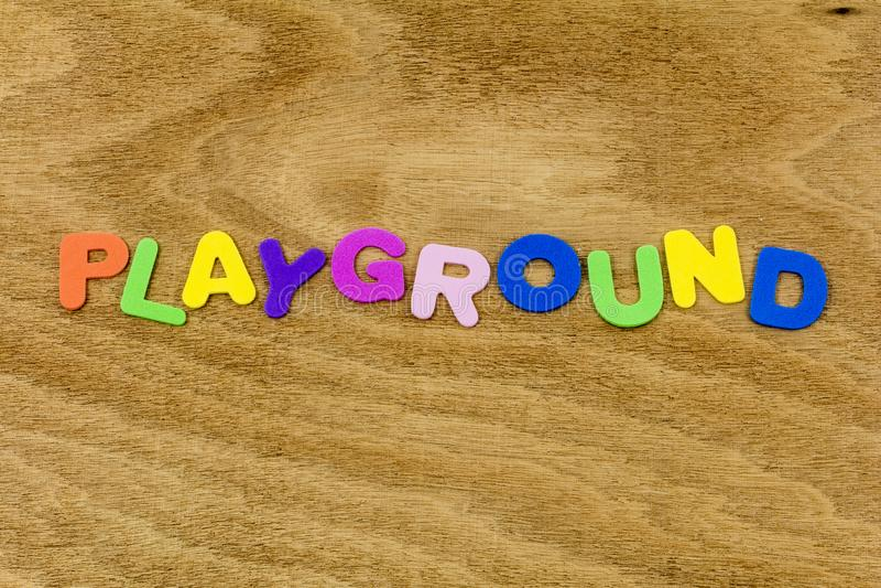 Leksak för plast-skum för tid för pass för skola för lekplatslekbarn rolig fotografering för bildbyråer