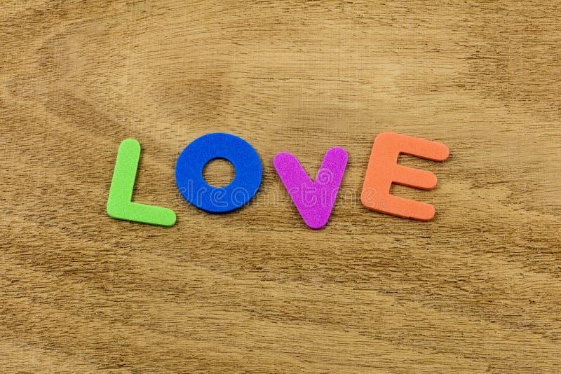 Leksak för skum för utveckling för barn för förälskelselivfamilj lycklig arkivfoto