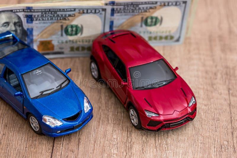 leksakbilar och dollar royaltyfria foton