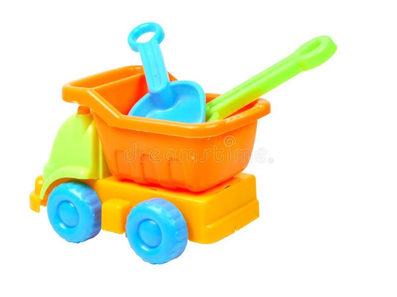 Leksaklastbil med den isolerade spaden och harvet royaltyfria bilder