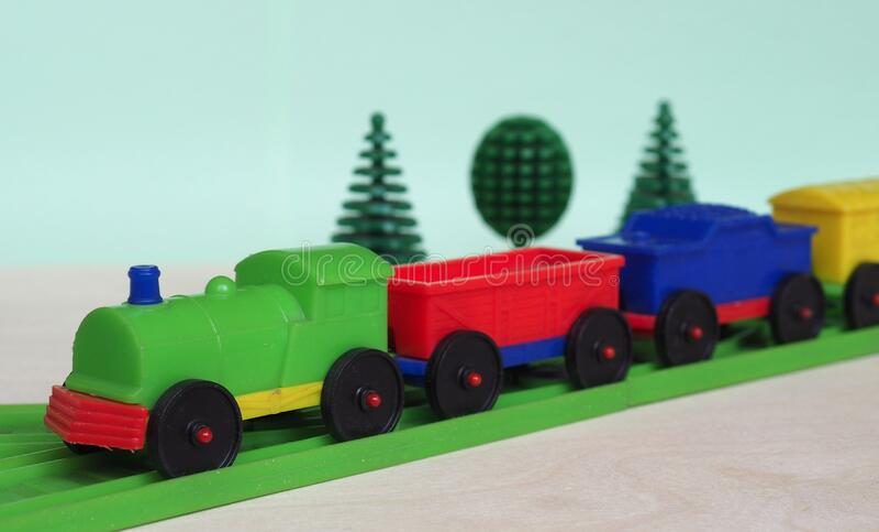 leksakståg och järnvägar arkivfoton