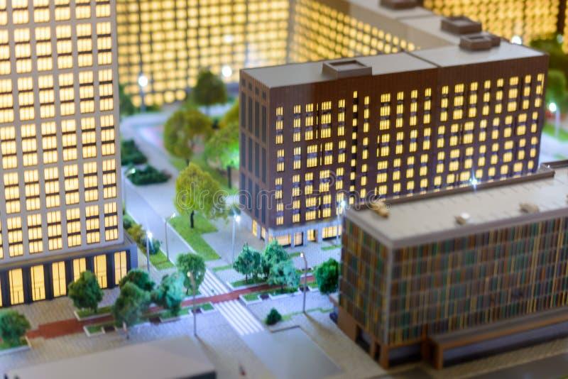 Leksakstad Effekt f?r lutandef?rskjutningssuddighet Cityscapen av de moderna skyskraporna för bostadsområde arkivfoton
