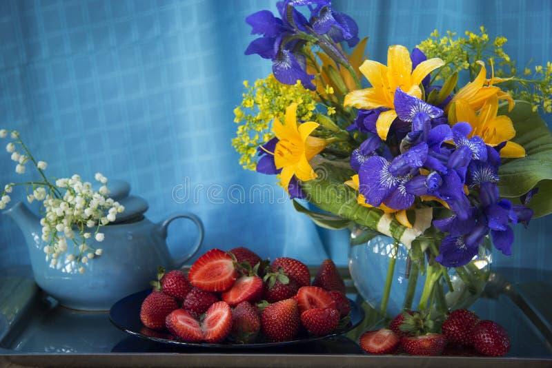 Lelies en irissen royalty-vrije stock foto