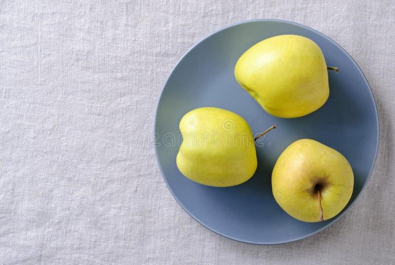 Lelijk vers voedselconcept met verse appelen royalty-vrije stock afbeelding