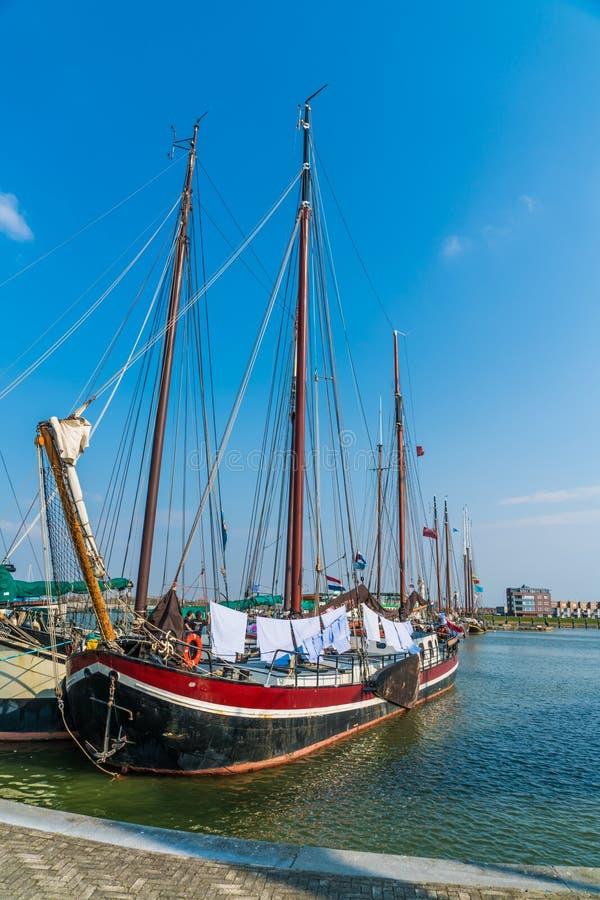 Lelystad, das niederländische alte hölzerne Segelschiff am 11. April 2018 stockfotos