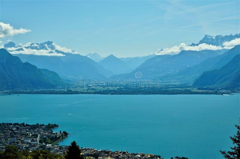 Leman湖和Moutain视图 库存照片